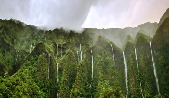 thousand-waterfalls-oahu-hawaii